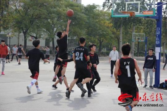 山东理工大学建筑工程学院迎新篮球赛顺利进行
