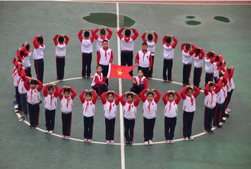淄博市桓台县陈庄小学开展丰富多彩的少先队建队日庆祝活动
