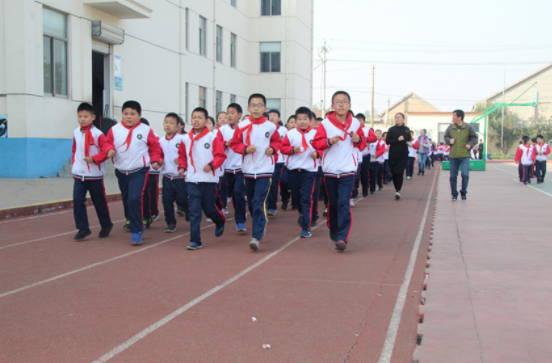 淄博市桓台县陈庄小学阳光体育冬季长跑活动启动