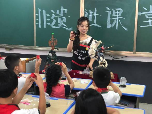 """临沂兰山:跟着艺人学面塑 """"非遗""""文化进课堂"""