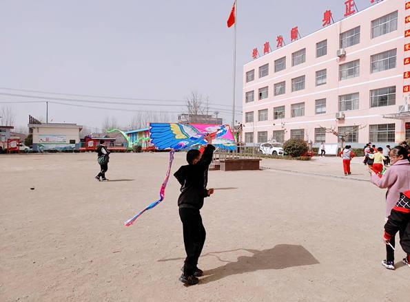 """平邑县地方镇中心校开展""""校园风筝节""""活动"""