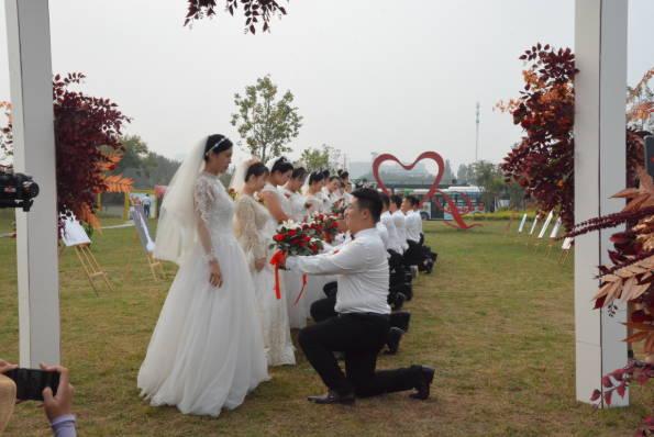 """""""婚俗改革・花开沂水""""集体婚礼浪漫举行"""