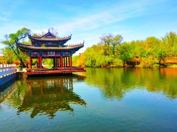 郯子湖畔春色美  一步一景画中来