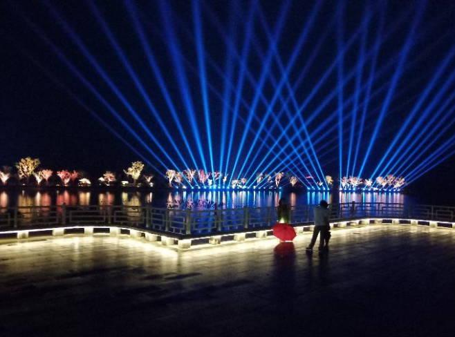 曲阜尼山圣境文化盛夏夜游季大型灯光秀活动绚丽多彩游客爆满